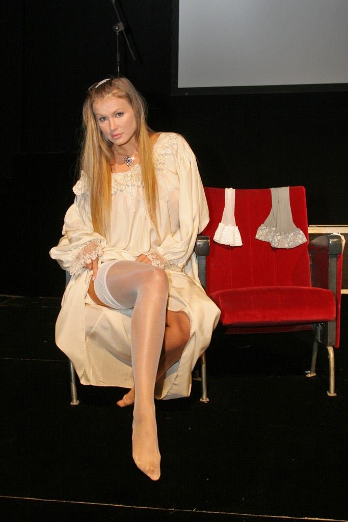 Teatro brancaccio di roma eva durante le prove di in fin - Eva henger porno diva ...