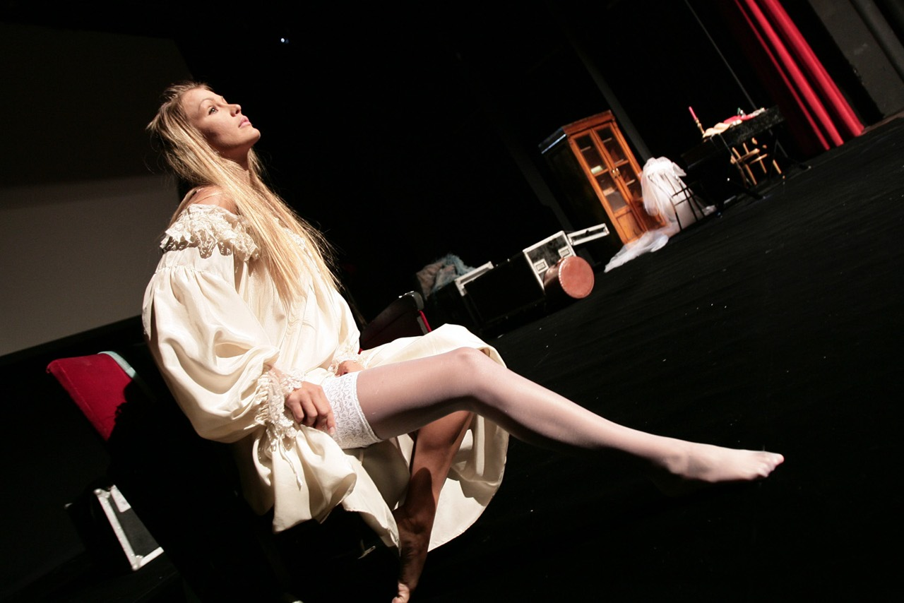 Eva durante le prove al teatro brancaccio jpeg - Eva henger porno diva ...