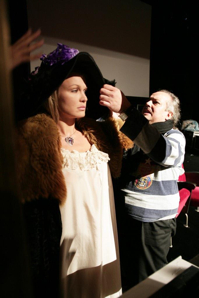 Eva con il regista enrico maria la manna durante le prove - Eva henger porno diva ...