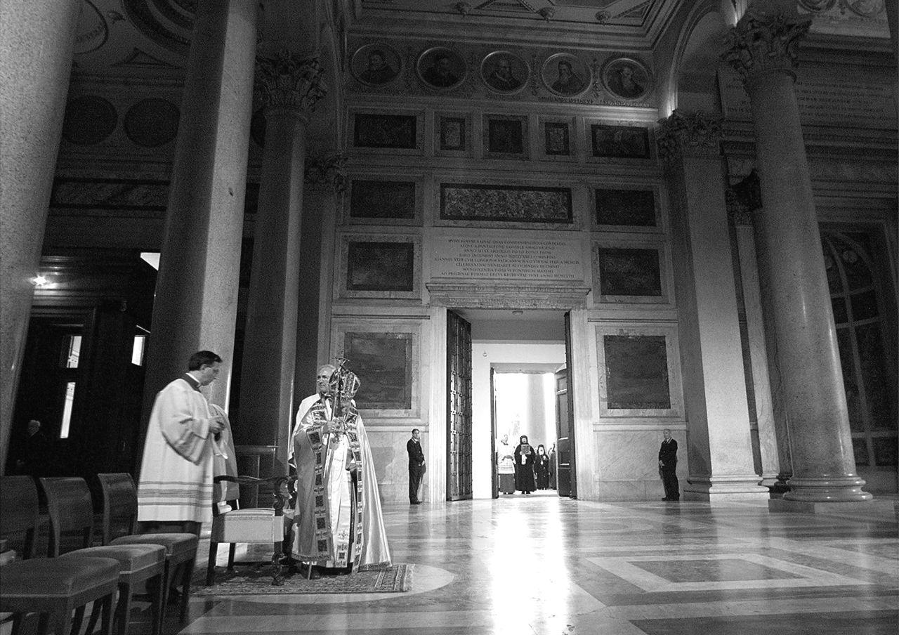 Giubileo il rito di apertura della porta santa - Porta di roma apertura ...