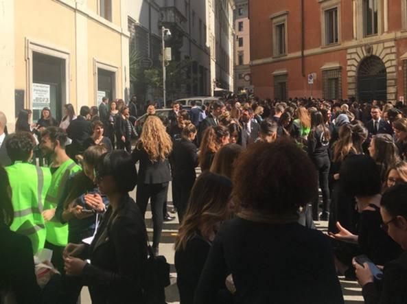 Roma falso allarme bomba alla rinascente evacuati - Allarme bomba porta di roma ...