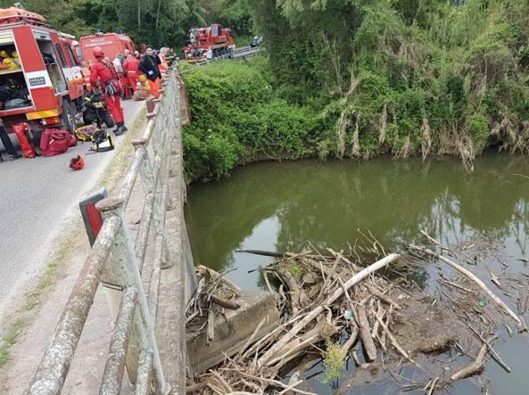Auto finisce nel fiume Sacco in Ciociaria: si cercano due persone