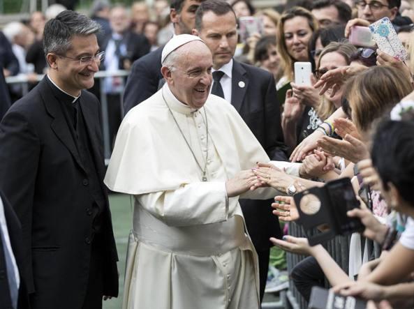 Tor de' Schiavi, l'abbraccio del Papa alle famiglie della periferia romana