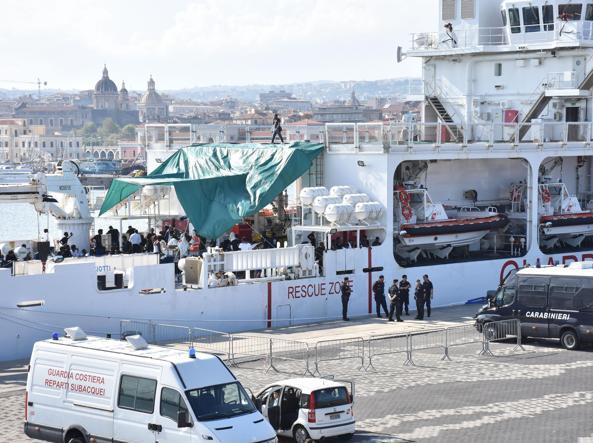 Ordine di sbarco dalla nave Diciotti per 16 migranti malati di tubercolosi
