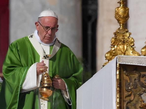 Le lacrime del Papa: si commuove al primo incontro coi vescovi cinesi