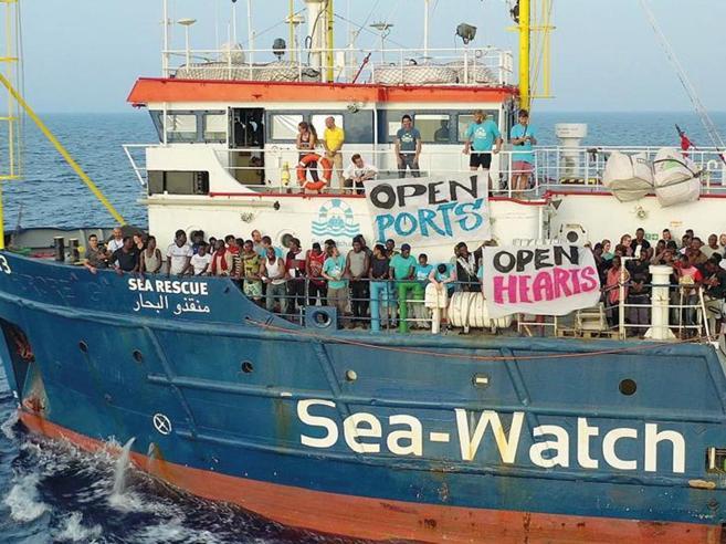 Sea Watch è attraccata a Lampedusa. Capitana è stata arrestata
