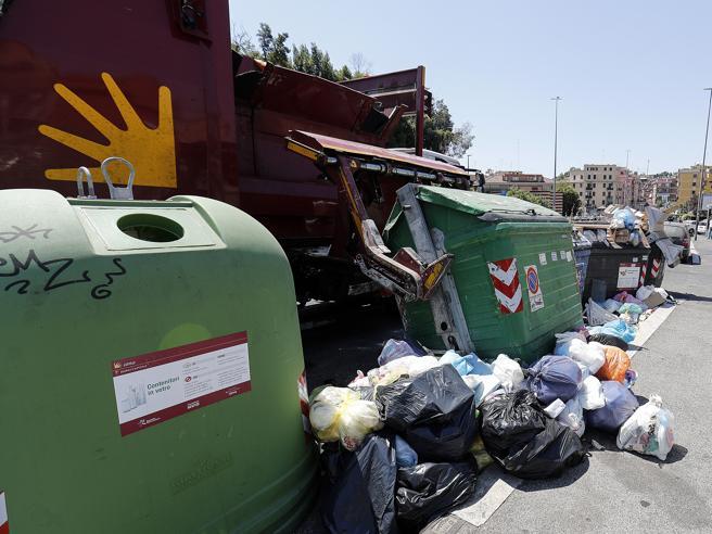 Roma: irruzione in sede Ama, in tre insultano i dipendenti