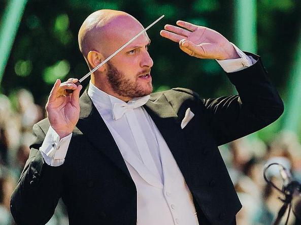 Perseguita direttore d'orchestra, arrestata studentessa