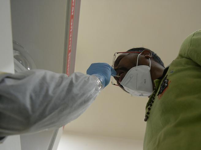 Coronavirus, 163 nuovi casi nel Lazio. Continuano i test sul personale scolastico
