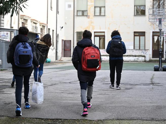 Sesso davanti agli studenti durante la Dad, prof. di Urbino si dimette