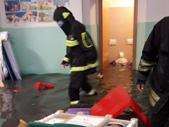 Nubifragio su Roma, 40 bambini tratti in salvo in asilo allagato
