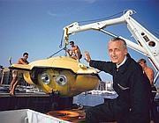 Jaques Cousteau nel 1960 a Puerto Rico con la capsula costruita insieme alla National Geographic