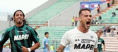 Antonio Floro Flores festeggia dopo il gol del pareggio (Ansa)