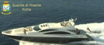 Una delle barche sequestrate (Proto)