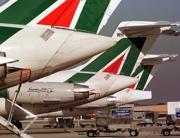 Aerei di Alitalia nello scalo di Fiumicino (Ansa)