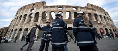 Vigili urbani di Roma (Ansa)