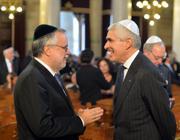 Andrea Riccardi e Pierferdinando Casini  in sinagoga (LaPresse)