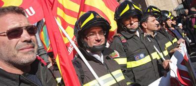 Vigili del fuoco in prima linea a piazza della Repubblica (Jpeg)