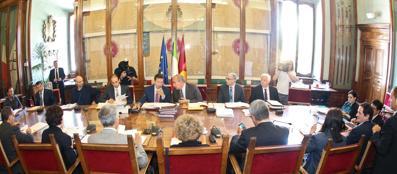 Una riunione della giunta comunale a fine settembre (Jpeg)
