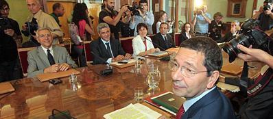 Il sindaco Marino durante una seduta della giunta (Jpeg)