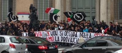Il sit-in davanti alla Provincia di Roma: due fermati