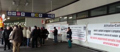 La protesta in aeroporto venerdì 22 novembre
