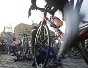 Bici in centro (Ansa)