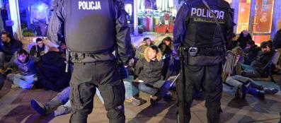 Gli ultrà della Lazio bloccati dalla polizia polacca (Epa)