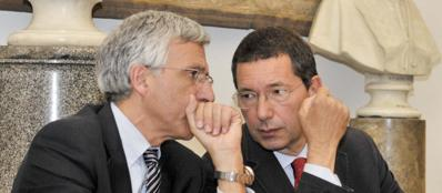 Il vicesindaco Luigi Nieri con  Marino (Lapresse)