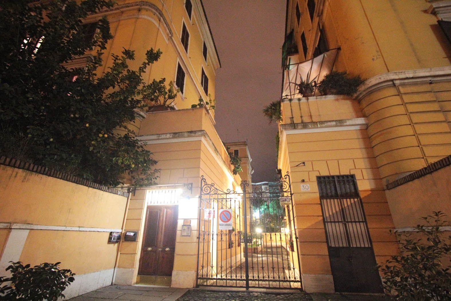 L'ingresso della biblioteca a Porta Portese (Jpeg Fotoservizi)