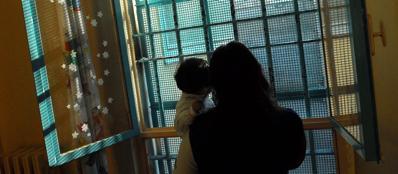 Detenuta in carcere con il proprio bambino (Fotogramma)