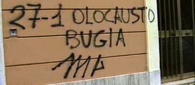Una delle scritte apparse sui muri del III Municipio contemporaneamente all'invio dei pacchi con le teste di maiale (Proto)