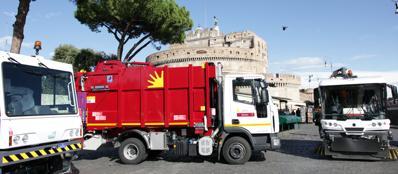 Veicoli dell'Ama in azione a Castel Sant'Angelo