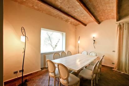 Case Toscane Interni : Pino daniele in vendita il casale dove aveva deciso di vivere