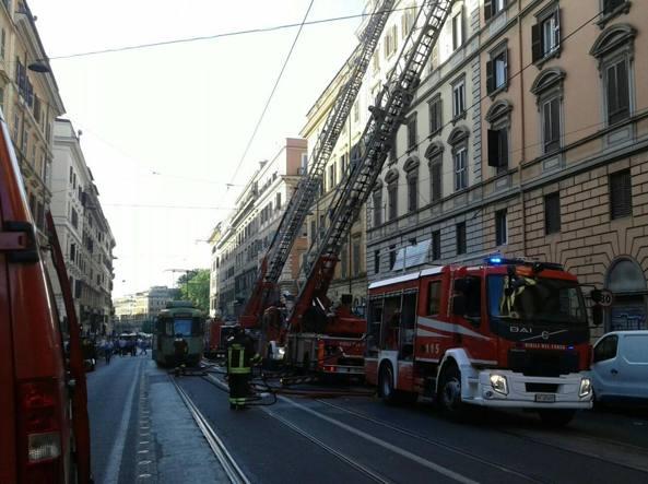 Ufficio In Fiamme : In fiamme una casa allesquilino rogo in un ufficio a prati