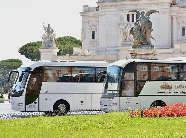 Bus in piazza Venezia (Jpeg)