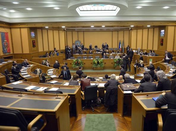 Spese pazze: a giudizio 16 ex consiglieri Pd della Regione ...