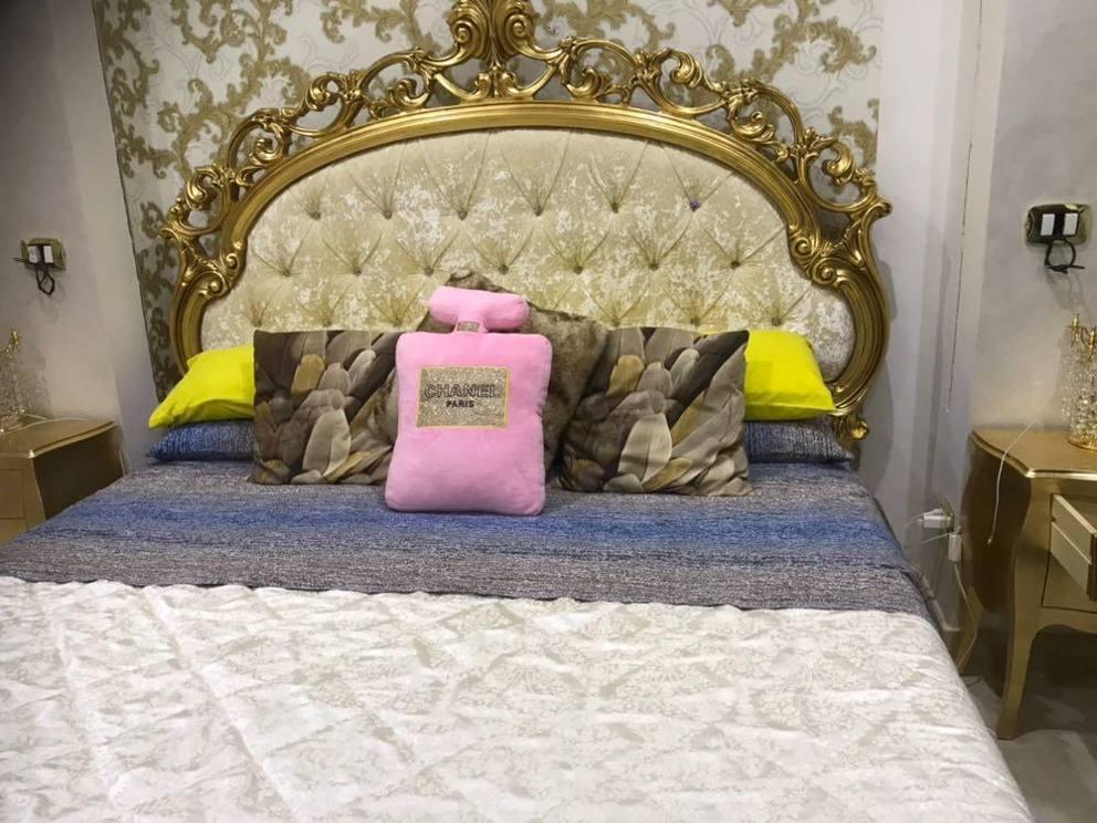 Roma, bagni d\'oro e interni barocchi nella casa occupata - Corriere.it