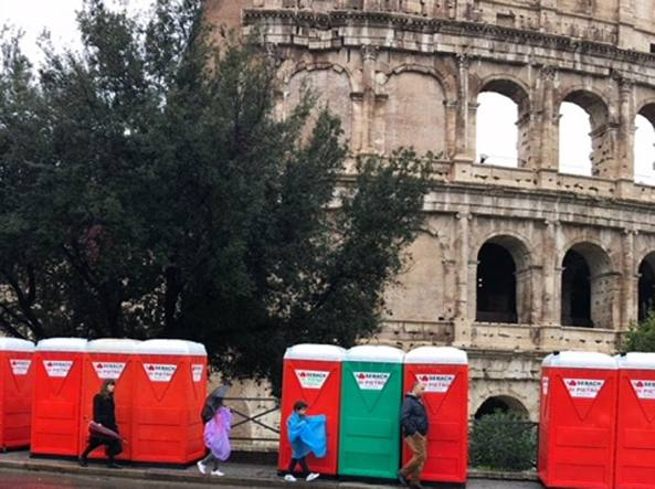 Dopo la maratona di roma all ombra del colosseo solo i bagni