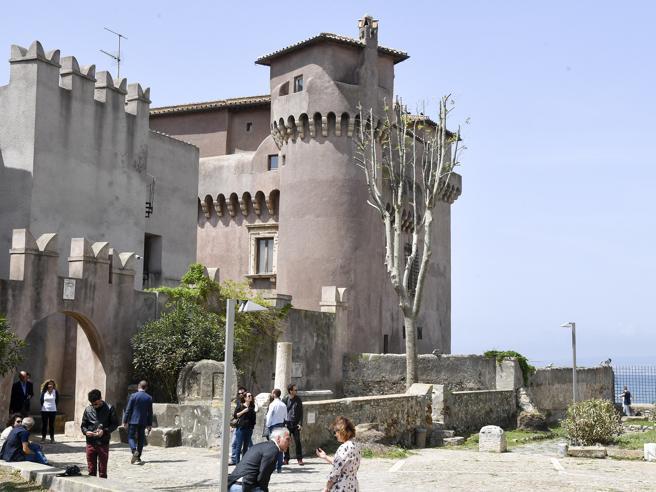 L'ostello più bello d'Europa? Il castello di Santa Severa  video
