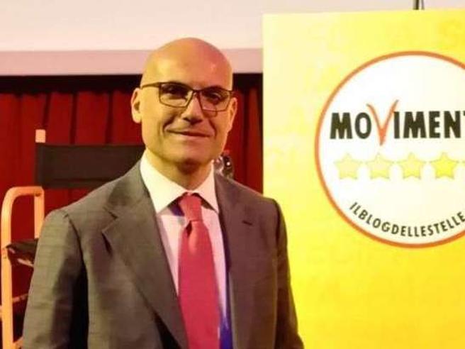 Catello Vitiello: «Il primo stipendio da deputato? 13 mila euro. Non va ridotto»