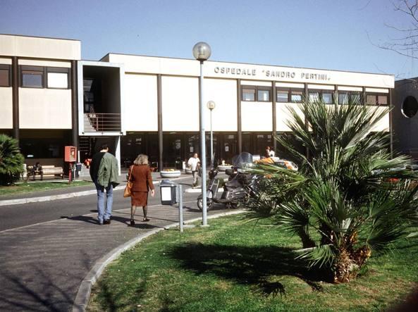 Ufficio Di Stato Civile Roma : Roma lite in ufficio anagrafe stacca orecchio a morsi a un uomo