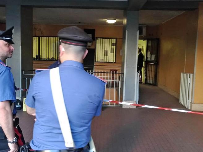 Roma, mostra la pistola al medico parte un colpo: paziente ucciso