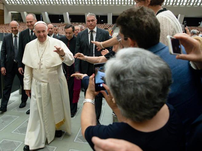Il Papa alle famiglie: «Aborto selettivo? Come nazisti con i guanti bianchi»