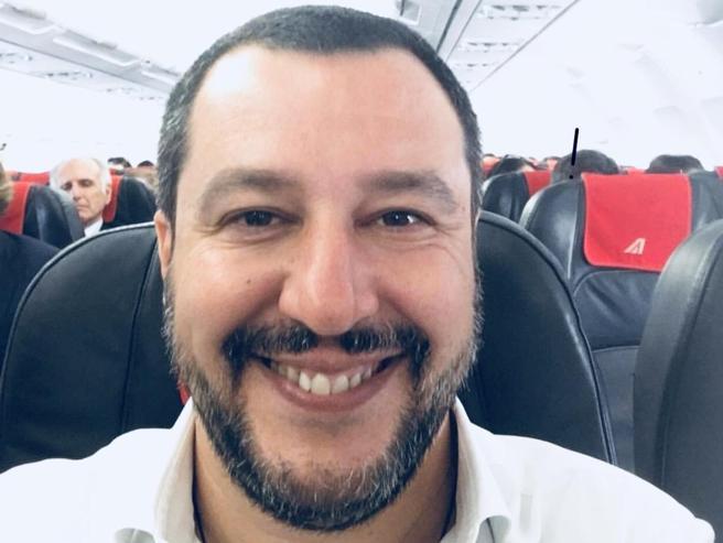 Papà, ministro, leader, selfista I mille volti di Salvini su