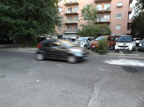 Il punto in via Lanciani dove è avvenuto l'incidente (foto Barsoum/Proto)
