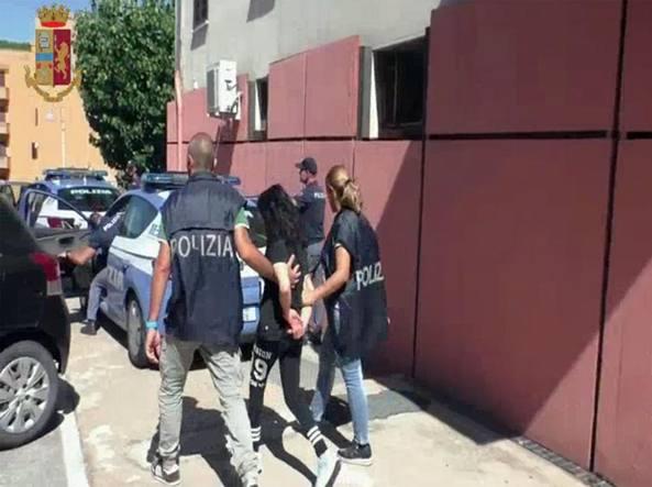 Albano per la ragazza torturata in casa arrestati tre - Prostituirsi in casa e reato ...