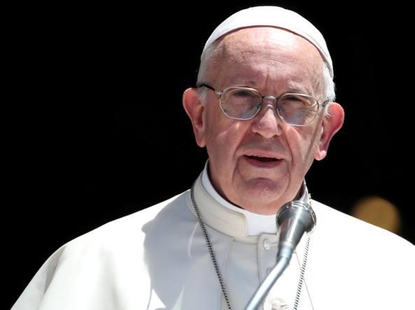 Il Papa sulla pedofilia: «Commesse atrocità, chiediamo perdono»