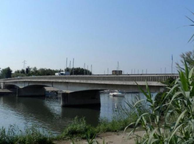 Fiumicino, chiude il Ponte della Scafa