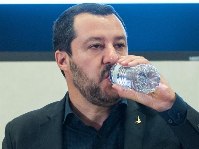 Nave Diciotti, Salvini può essere sentito. E lui: «Rinuncio a immunità»